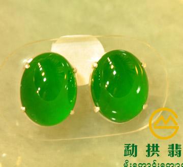 俏阳绿极品翡翠耳钉