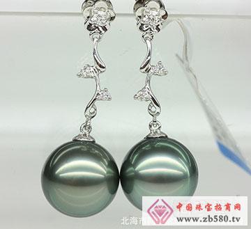 18K白金镶钻天然大溪地珍珠耳环