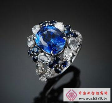 白金蓝宝石戒指