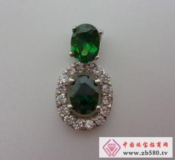 S925银天鹅堡绿宝石款吊坠