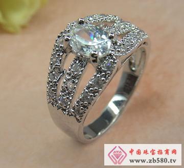 锆石镶嵌银饰戒指