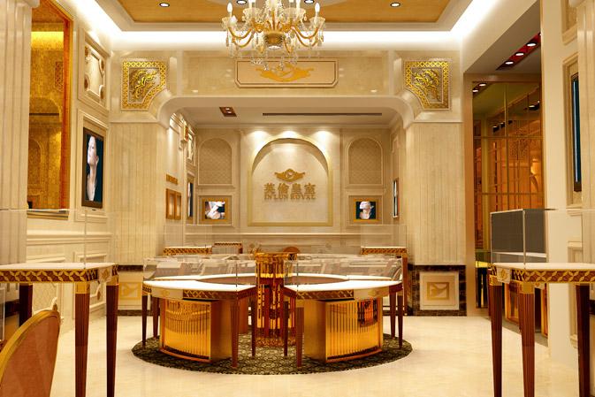 英伦皇室中国区总部展厅 英伦皇室珠宝来自大西洋彼岸的英格兰,她与皇室渊源深厚,她2007年进入香港;1863年,有幸为爱德华七世打造婚礼盛世所用的珠宝,从此就与英国皇室结下了不解之源,成为英国皇室及贵族珠宝定制的代言,并有皇家御工之称号。2010年进入中国,本着以传承高贵,缔造美丽的服务理念,结合服务皇家的服务模式,给中国消费者带来王子公主般的尊贵享受。