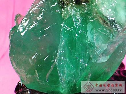 """萤石的晶体结构存在""""空洞"""""""