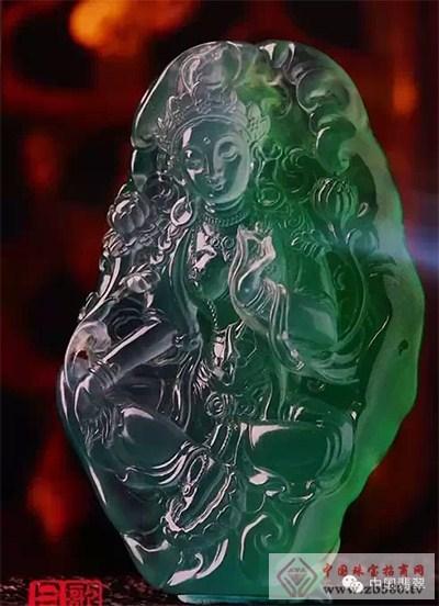 毕业于北京艺术学院珠宝首饰设计专业,2009年被评为中国青年玉雕艺术