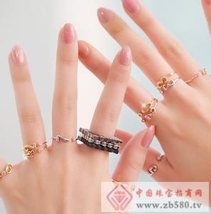 1,戴戒指在不同手指上款式应该各不相同图片