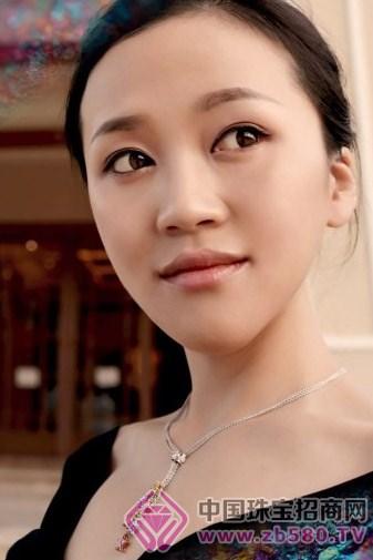 郭露文赴普吉岛为某亚洲珠宝担形象大使
