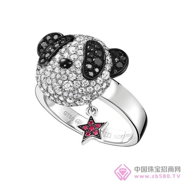 bobo戒指,以华丽的白钻及黑钻精心打造,配上亮丽的红宝石耳环,个性