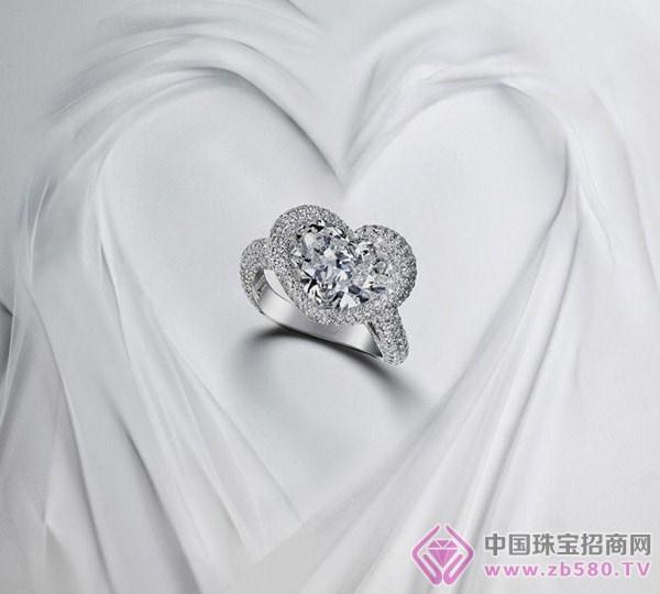 虽然圆形明亮式切割可说是最能呈现钻石火彩的切割方式,但是相较于
