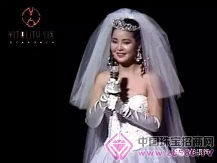 邓丽君在日本演唱会_1985邓丽君nhk演唱会照片