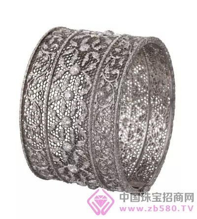 buccellati蒲昔拉蒂薄纱手镯:繁复细腻的花纹设计