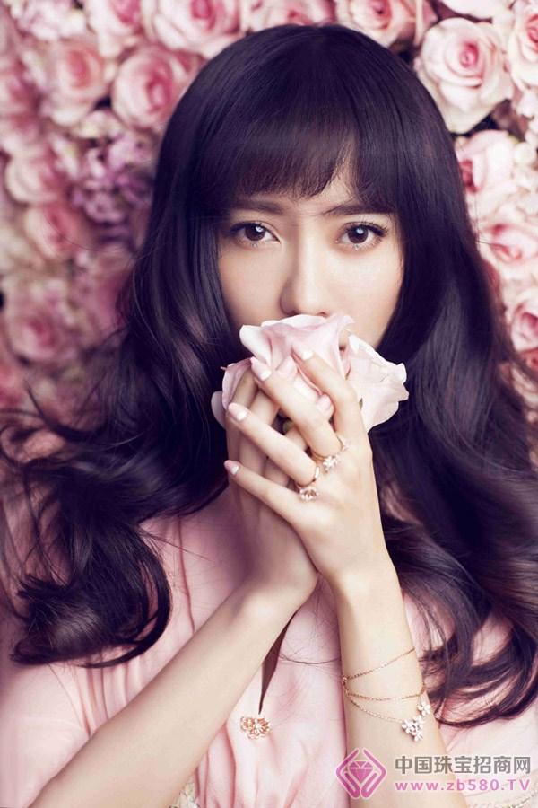 """珠宝佳人 明星珠宝     刘萌萌认为""""爱巢""""就像是爱的一个归属感,希望"""