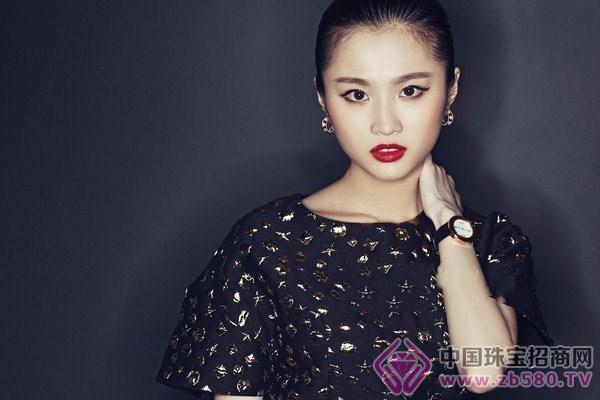张慧雯为海报时尚网拍摄写真大片