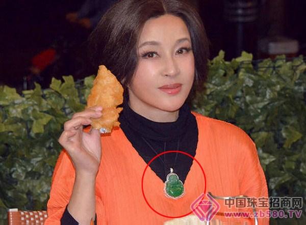 刘晓庆在微博晒出拍摄