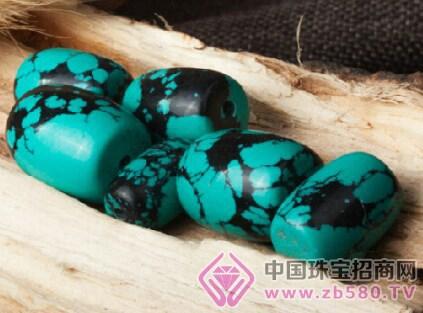 这些铁线让蓝色绿松石或者绿色绿松石呈现不同的花纹