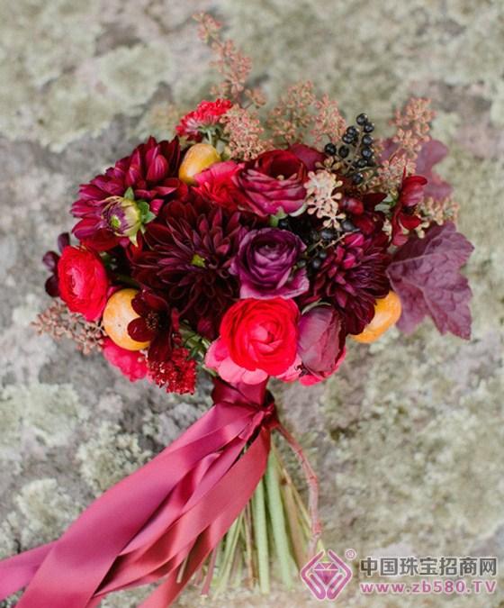 浪漫的手捧花也是你需要