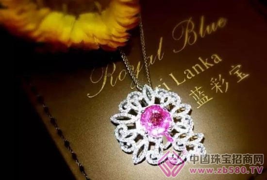 【皇家蓝彩宝·高级定制】别具一格的花朵造型,蜿蜒曲折,摇曳风姿,美