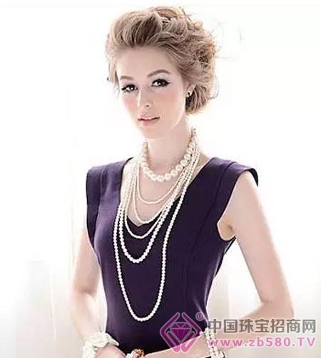 四个步骤告诉你:珍珠项链如何戴才优雅