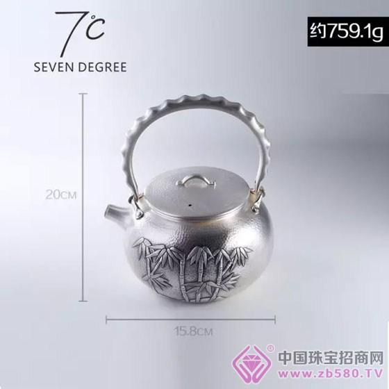 银壶曲线弧度设计符合人体工程学,纯银材质,握感舒适细腻.