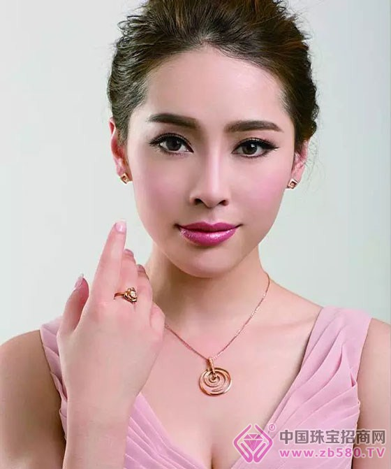 六福宝诚珠宝及模特