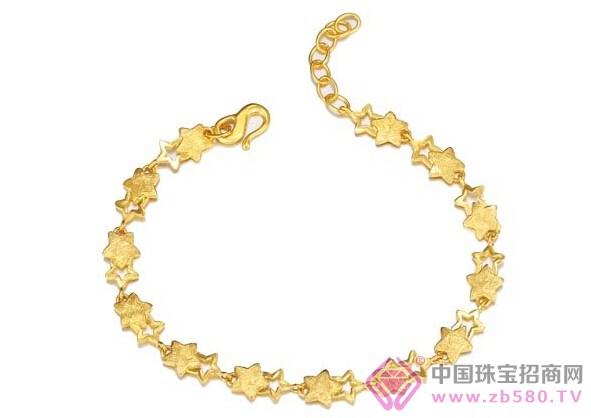 """粤豪珠宝""""懂你""""手链设计融入了几何元素,并以轻巧,佩戴舒适为设计"""