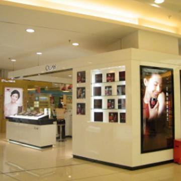 品诚-工厂订做时尚化妆品展柜