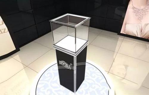 采购玻璃展示柜选鸿钛,从不信到相信