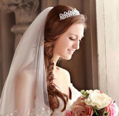 适合瘦脸型的新娘发型