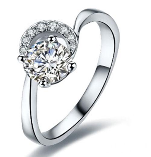 客户定制婚戒——拥抱太阳的月亮