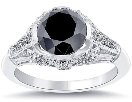 宝石学意义的黑钻石 在2006年12月30日出版的《天体物理学通讯杂志》上写到,这种黑色的钻石被发现起源于地球之外,早在地球尚未诞生的时候,黑色钻石就可能已经在宇宙存在了。科学家们在黑色钻石中发现了大量氢元素,于是猜想它是来自富含氢元素的外层太空。根据资料显示,世界各地发现的普通钻石的地质学特征都是一致的,但是黑钻石跟他们的结构不同。从1900年至今,大概有600吨普通钻石被开采出来,然后抛光,交易,最后被人们视为珍宝。但是在所有的钻石矿中,却没有发现过任何一颗黑钻石。 超新星爆炸的产物 黑钻石又称黑金
