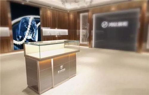 鸿钛展柜企业新闻     商场定制珠宝玻璃展示柜并不需要有多大的创意