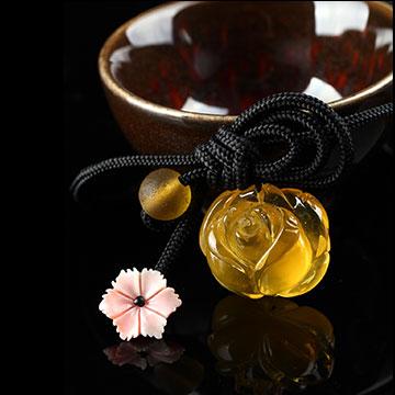 安曼博珠宝琥珀花型吊坠