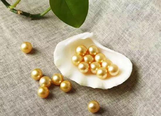 有很多朋友将美美的珍珠带回家,都会来咨询如何更好的呵护自己的珍珠