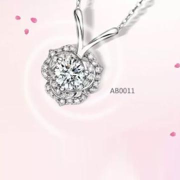 爱心华珠宝镶嵌钻石项链