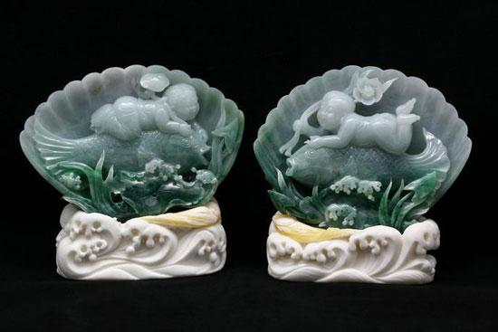 最初玉雕设计图案可以画在纸上,也可以直接画在拟雕琢的玉料上.