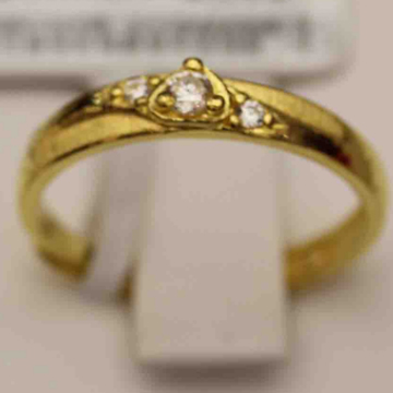 央投黄金心形黄金戒指