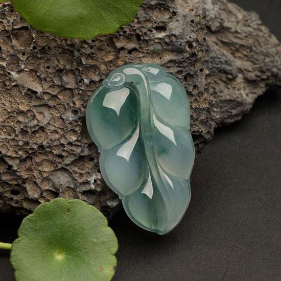 珠宝工艺 工艺流程  3,细雕刻    现在翡翠雕刻已不再是严格的传统