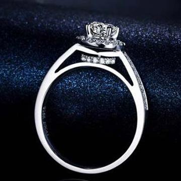 中玉世纪钻石戒指