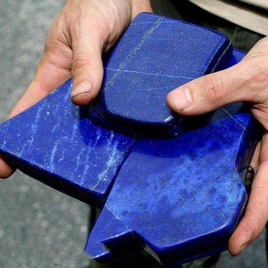 工人挖矿意外挖出蓝色奇石,调查发现它们的价值堪比黄金
