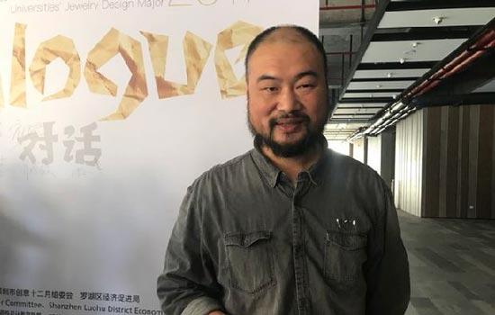 南京艺术学院工业设计学院副院长郑静接受记者采访
