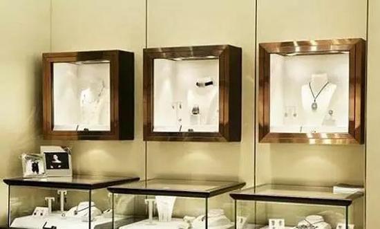 珠宝展柜道具  商展汇企业新闻     橱窗设计主要采用白色,大理石镶嵌