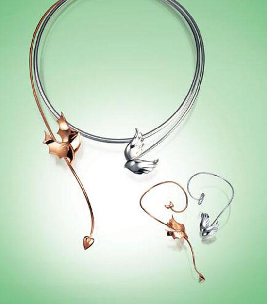 客户只需要把自己的需求,预算告诉珠宝公司,由专门的设计师对其进行