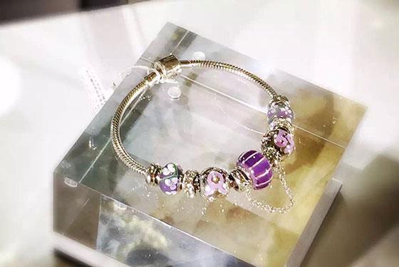 劲然首饰包装 | 各种珠宝匹配什么样的珠宝道具更耀眼