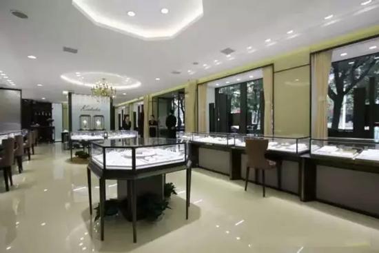 """""""不锈钢""""珠宝展柜的生产流程"""