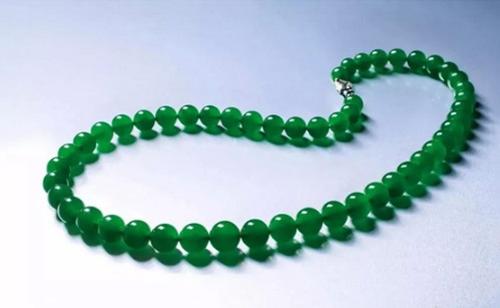 非常珍稀及贵重缅甸天然满绿翡翠珠链