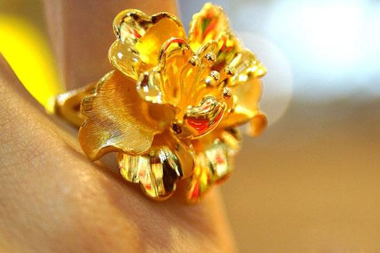 黄金首饰出现斑点怎样处理,黄金首饰
