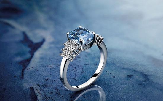 宝格丽Cielo-di-Roma蓝色钻石订婚戒指