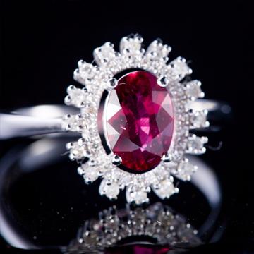 华贵典雅18k金镶1ct红宝石戒指