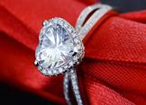 520情人节结婚新人如何挑选钻戒?买什么样的钻戒会比较好呢?