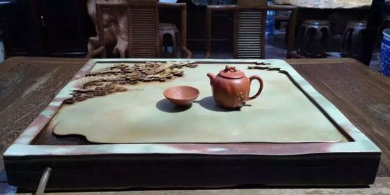 紫袍玉带石