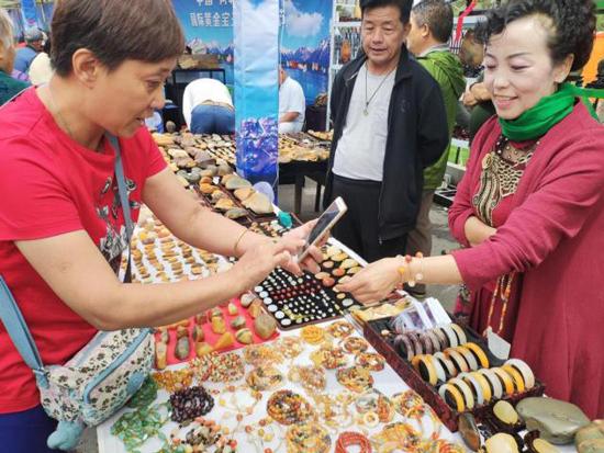 新疆阿勒泰首届国际黄金宝玉石文化节盛大开幕